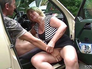 Granny old bag car sex Mutti ist Taxifahrerin und fickt gerne mal mit ihren Kunden