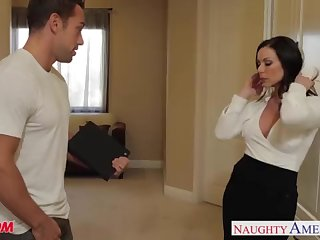 Huge-Chested mother Kendra Zeal gets facial cumshot
