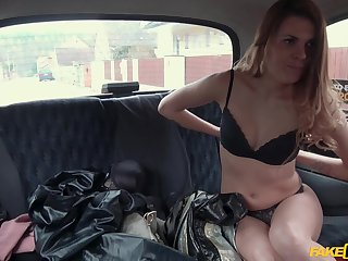 Verona Sky gets her racy pussy fingered and fucked in rub-down the taxi