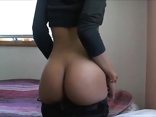 Sexy black girl obese farting in jeans