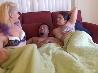 Bisexuall threesome with horny girls gives along to best orgasm ever