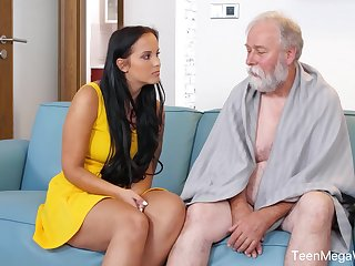 Jennifer Mendez pleased grandpa upon perfect sex