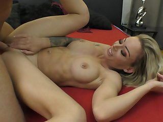 Dazzling MILF Isabelle Deltore samples Porno Dan's dick