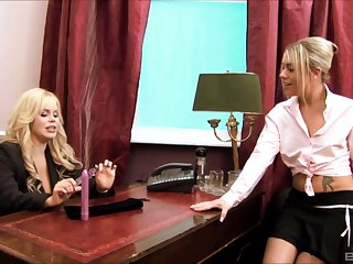 Wild lesbian sex between Alicia Rhodes and Tammy in transmitted to office