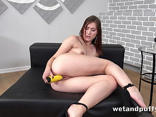 Inexperienced girl Mina pumps her pussy surrounding and uses a corn looking toy for solo