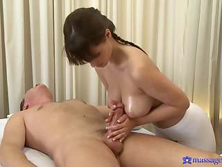Honcho hottie Rita Peach gives a happy ending massage to her man