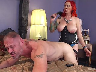 Slutty redhead wife Mz Berlin tortures a gumshoe of her husband