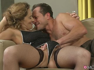Sexy lovemaking in hammer away evening with MILV Ameli Saase in stockings